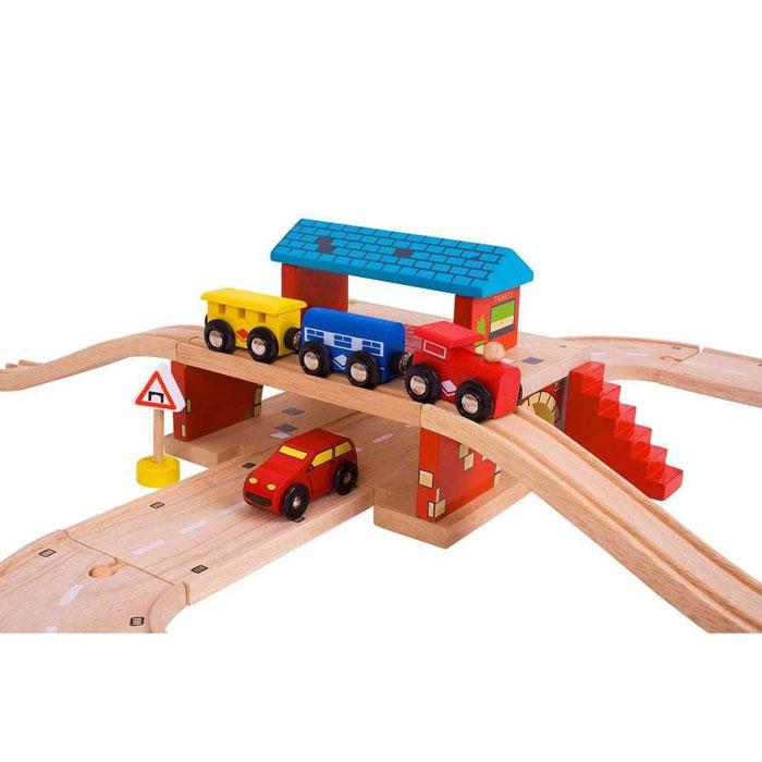 Bigjigs Rail dřevěné autodráhy – Nádraží nad cestou
