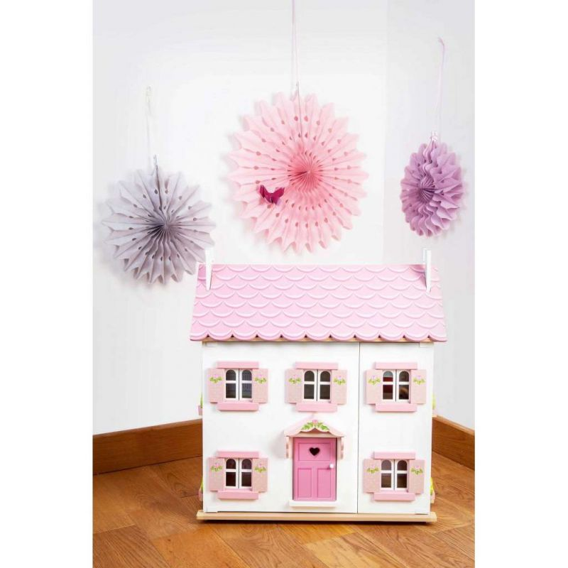H104-Sophie's-House-Product-Life-Style