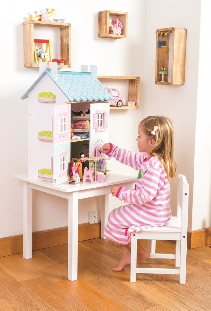 H138-Blue-Bird-Cottage-Lifestyle-Girl-Open-with-Furniture-7.jpg
