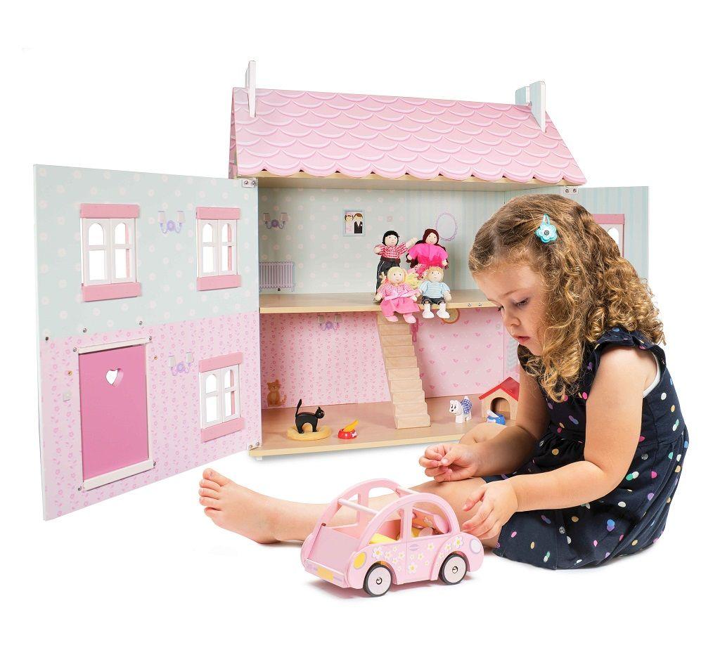 ME041-Sophies-Car-Girl-Lifestyle-1.jpg
