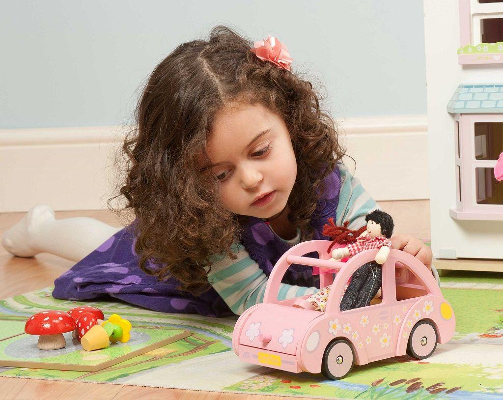 ME041-Sophies-Car-Girl-Lifestyle-2.jpg