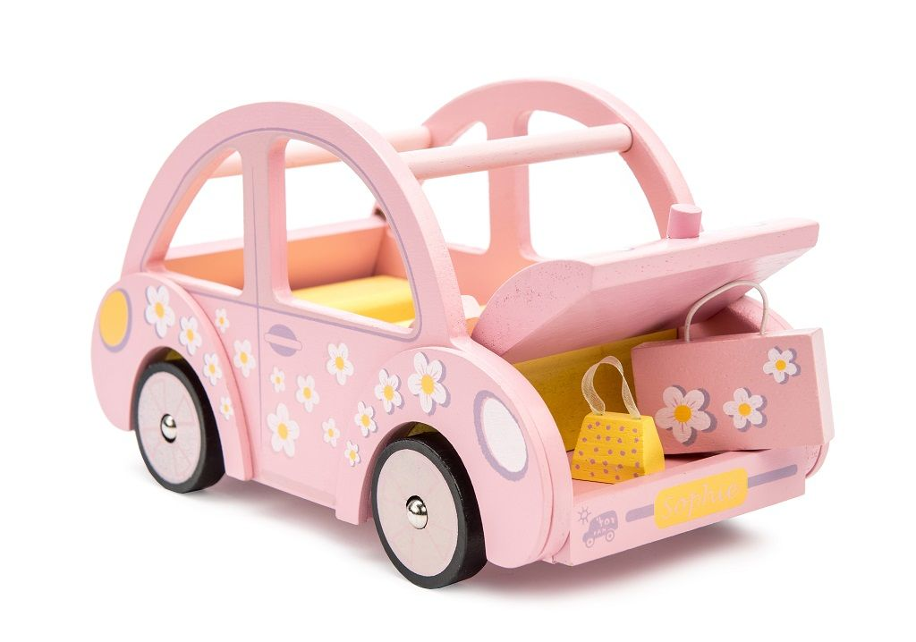 ME041-Sophies-Car-and-Luggage.jpg