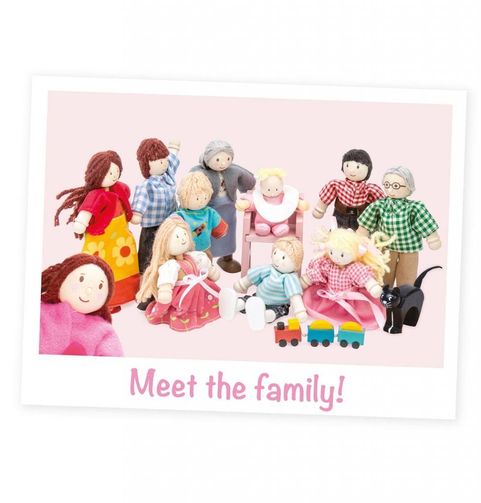 P051-PO53-P056-ME044-Meet-The-Family-Selfie-1.jpg
