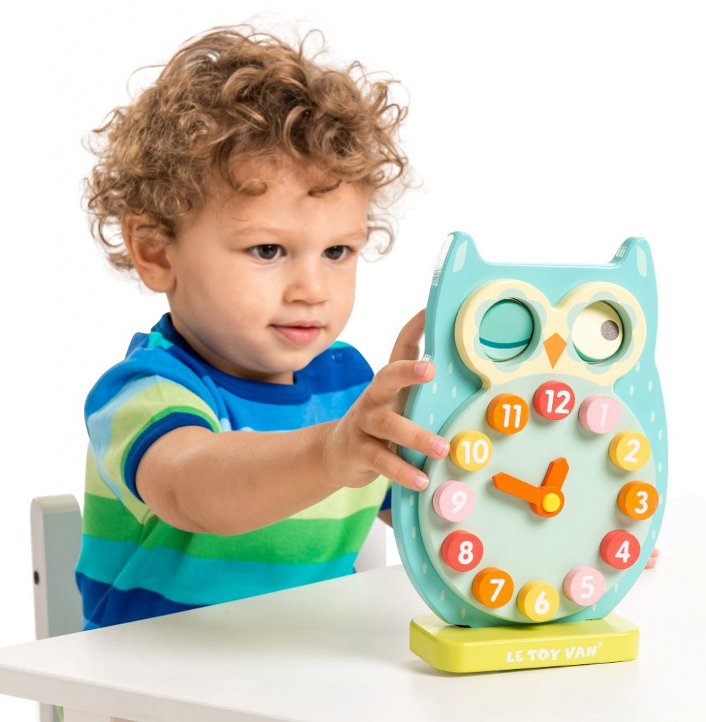 PL010-Owl-Clock-Lifestyle-1.jpg
