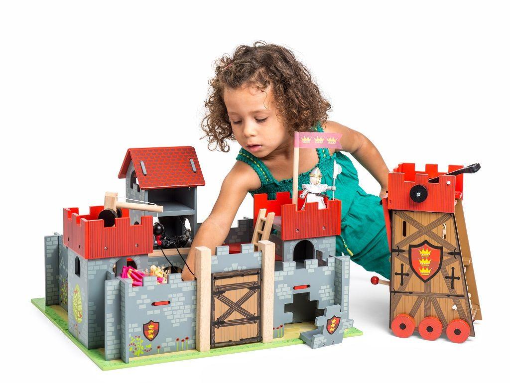 TV236-Camelot-Castle-Lifestyle-GirL-Budkin-Siege-Tower-1.jpg