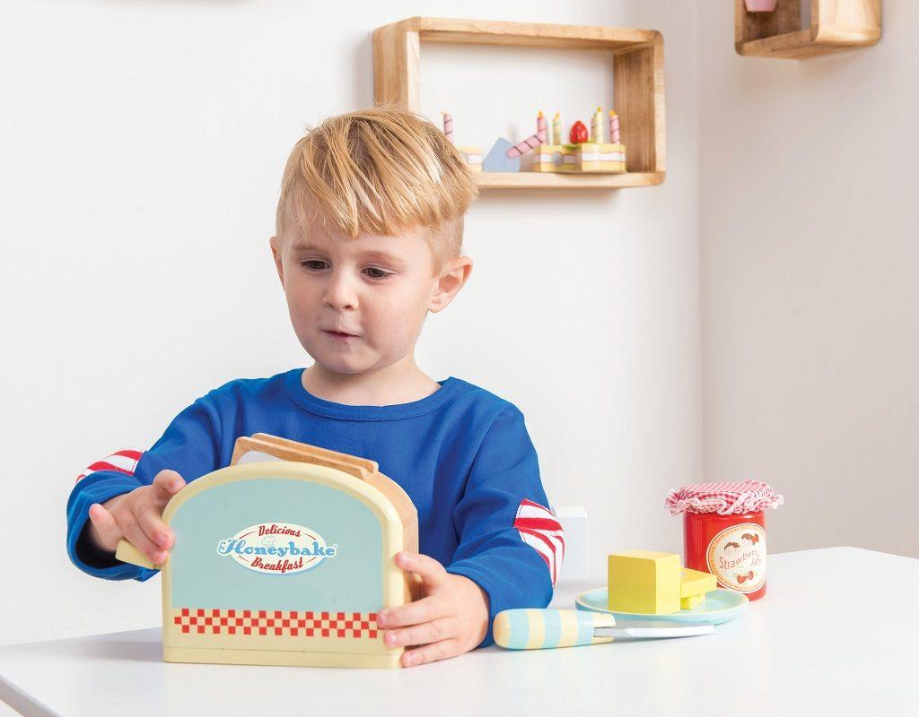 TV287-Toaster-Set-Boy-Lifestyle.jpg