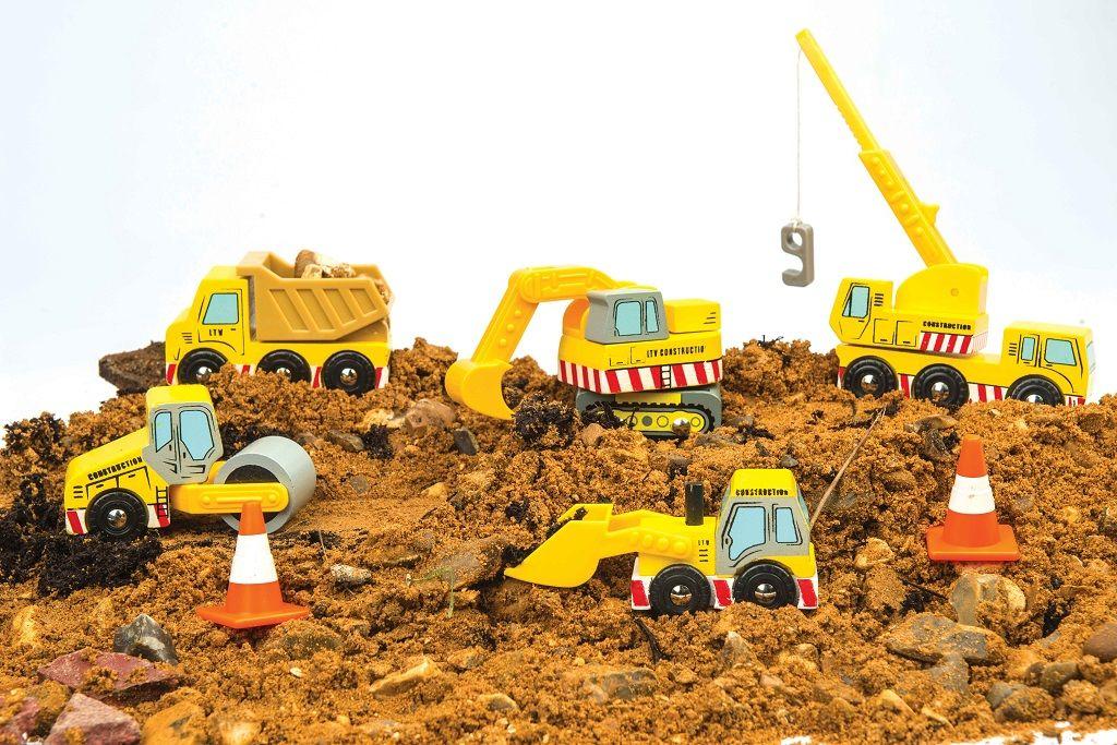 TV442-Construction-Set-on-Dirt.jpg